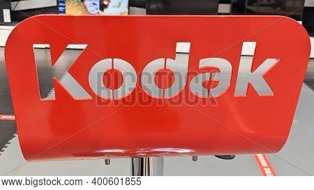 Bordeaux , Aquitaine  France - 20 15 2020 : Kodak Logo Sign Text Of Developing Shop Photographs Phot