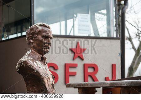 Belgrade, Serbia - December 12, 2020: Bust Of Marshal Josip Broz Tito In Front Of A Sfrj (socialist