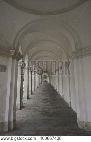Vicenza, Italy - April 18, 2006: Porch And Arcades Cover The Ascension Path, Viale Dieci Giugno, Tow