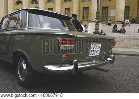 Verona, Italy - May 20, 2006: Police Cars, Vintage Classic Cars, Of The Brands Fiat And Alfa Romeo A