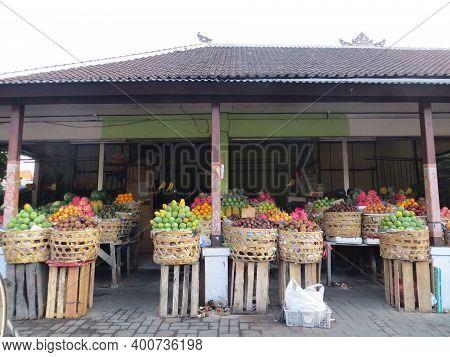 Badung Bali, Indonesia - October 12, 2019: A Stall Selling Various Fresh Fruits In Kerobokan Kelod.