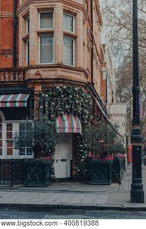 London, Uk - December 5, 2020: Christmas Decor On Exterior Of Harrys Bar, A Luxurious Private Member