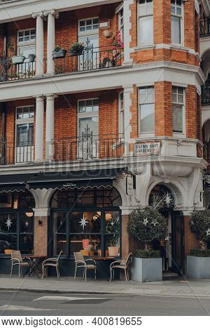 London, Uk - December 5, 2020: Empty Tables Outside The Spaghetti House Restaurant In Mayfair, An Af