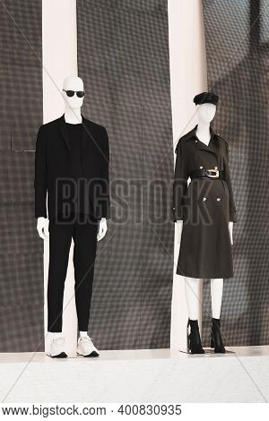 Showcase Of Fashion Shop In Milan. Full-length Female And Male Mannequin Standing In Store Window Di