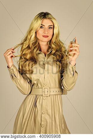 Apply Fragrance Skin. Spray Perfume. Female Fragrance. Gourmet Composition For Women. Attractive Wom