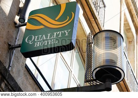 Bordeaux , Aquitaine  France - 12 15 2020 : Quality Inn Hotel And Suites Text Sign And Logo Front Of