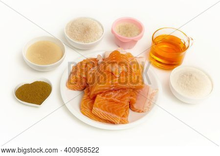 Ingredients Of Fresh Salmon, Salmon Oil, Vitamins, Minerals And Trace Elements For Ferret And Cat Su