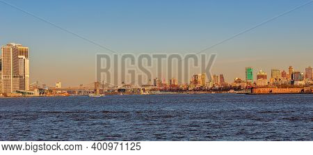 New York, Usa - March 9, 2020: View Of The Skyscrapers In Brooklyn And Brooklyn Bridge From The Huds