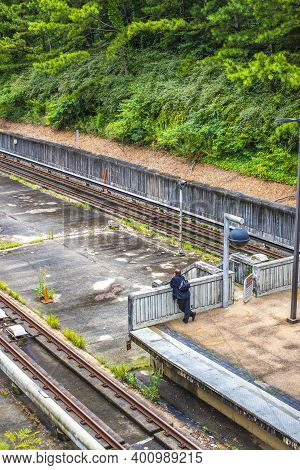 Avondale Estates, Ga / Usa - 07 07 20: Marta Kinsington Transit Station A Man Waits By The Tracks