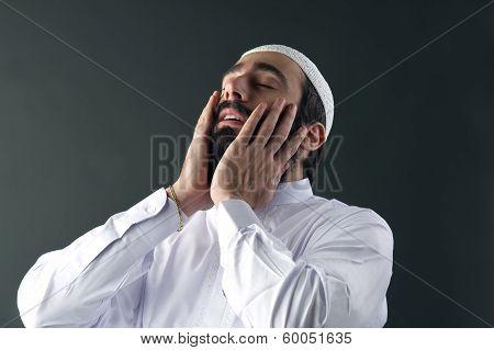 arabian muslim man praying