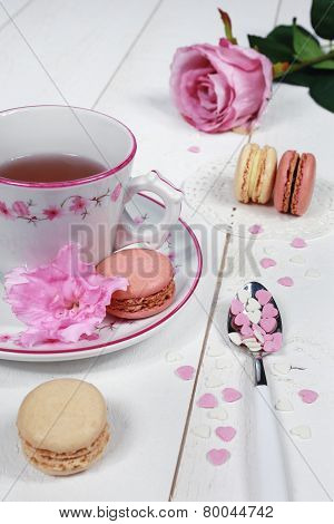 Valentine's Day: Romantic Tea Drinking With Macaroon