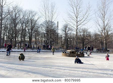 Frozen Fountain Children Play