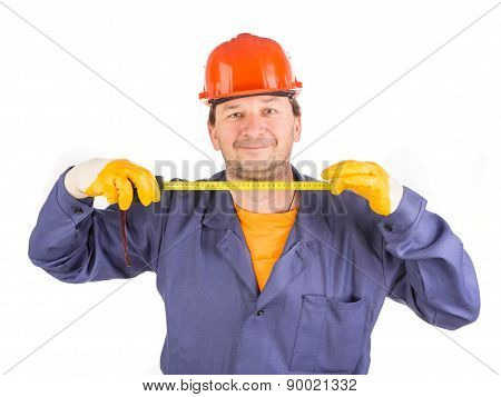 Worker in hard hat measure with ruler.