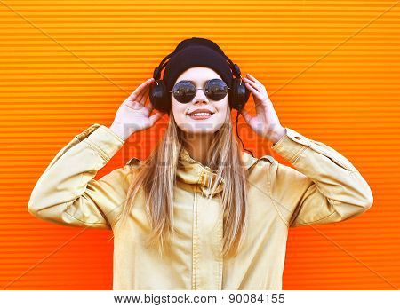Portrait Stylish Woman Wearing A Black Hat And Headphones Listens To Music Enjoys Freedom, Cool Hips