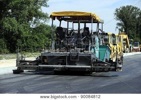 Road asphalting