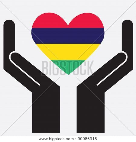 Hand showing Mauritius flag in a heart shape.