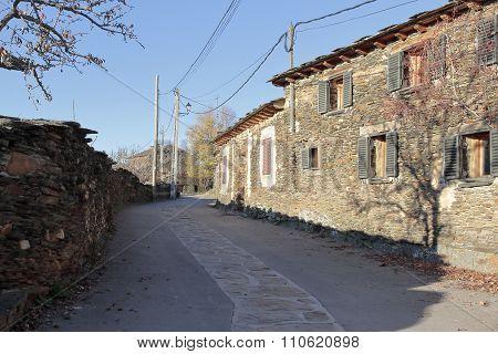 Walking Around Campillo De Ranas