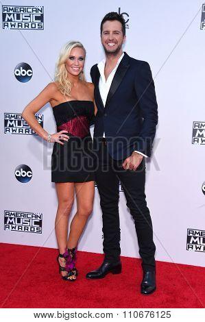 LOS ANGELES - NOV 22:  Luke Bryan & Caroline Boyer arrives to the American Music Awards 2015  on November 22, 2015 in Los Angeles, CA.