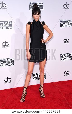 LOS ANGELES - NOV 22:  Kendall Jenner arrives to the American Music Awards 2015  on November 22, 2015 in Los Angeles, CA.