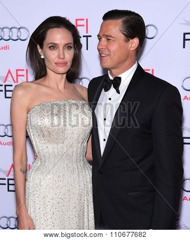 LOS ANGELES - NOV 5:  Angelina Jolie & Brad Pitt arrives to the
