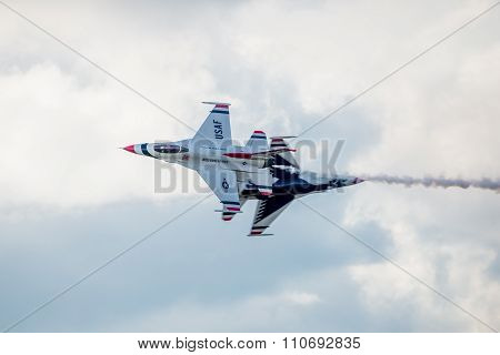 Usaf F-16 Thunderbirds Fly By
