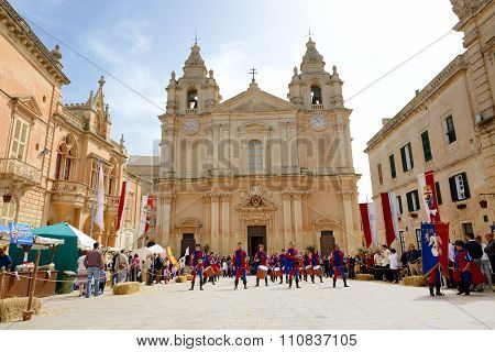 Sliema, Malta - April 19: The Mdina Medieval Festival And Tourists On April 19, 2015 In Mdina, Malta