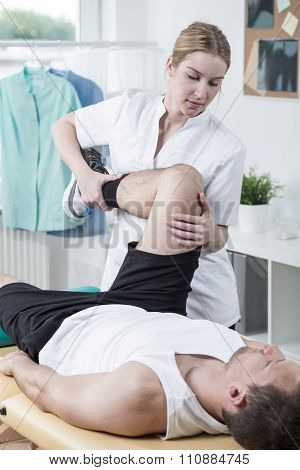 Man Has Painful Knee