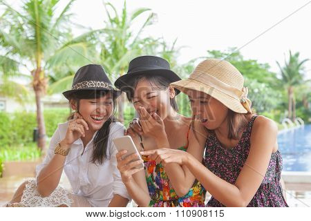 Group Of Woman Friend Looking To Smart Phone And Laughing With Happiness Face ,relaxing Vacation Of