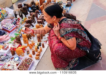 Jaipur, India - November 13: Unidentified Woman Shops For Souvenirs By Man Sagar Lake On November 13