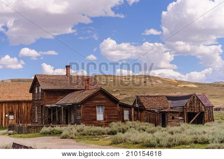 Bodie, on the border of California and Nevada, is one of the best preserved Ghost Towns in the United States. It was founded during the Californian Goldrush and was inhabited until the 1970s.