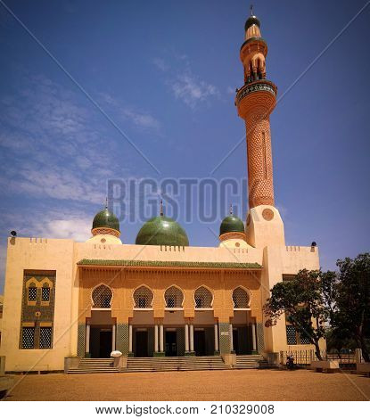 exterior view to Niamey Grand mosque, Funded with money from Libyan Government of Gaddafi, Niamey,