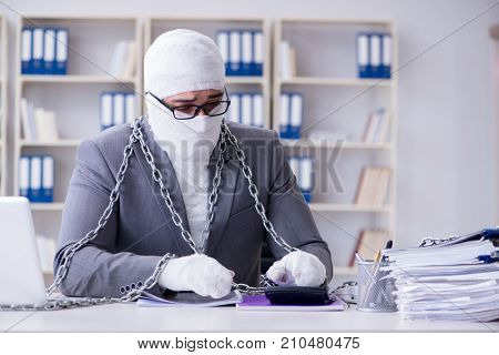 Bandaged businessman worker working in the office doing paperwork