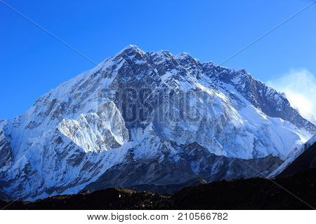closeup of snow capped mountains in nepal