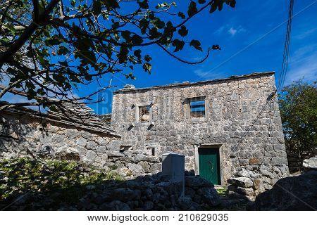 Roofless Building At Donja Nakovana