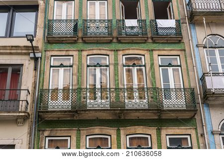 Porto, Portugal - July, 2017. Beautiful Traditional Quaint Houses In The Old, Vintage And Touristic