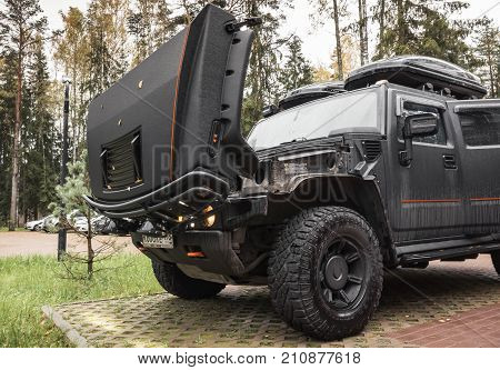 Black Hummer H2 Car Stands With Open Hood