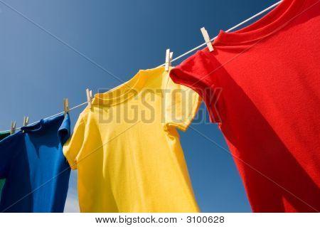 T-shirts de cor primária