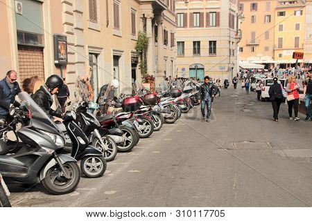 Rome, Italy, 10/25/2015 Illustrative Editorial Street With Parking For Scooters Near The Ancient Pan