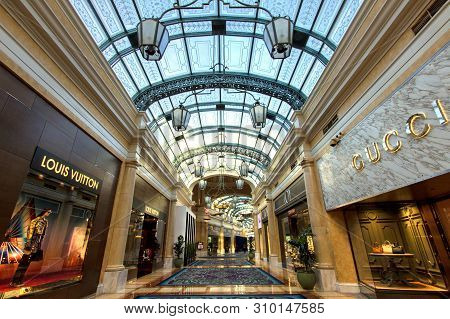 Las Vegas, Nevada, Usa - May 6, 2019: Upscale Shops At The Bellagio Casino And Resort In Las Vegas.