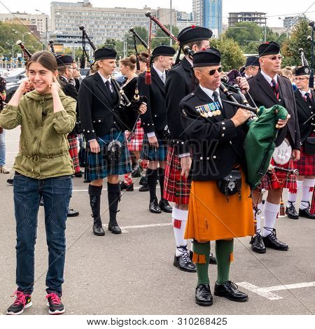 Moscow,museon Park,september 4, 2016: Scottish Bagpiper, Playing A Traditional Bagpipe