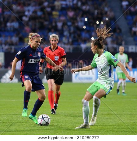 Kyiv, Ukraine - May 24, 2018: Eugenie Le Sommer Of Olympique Lyonnais (l) Fights For A Ball With Tes