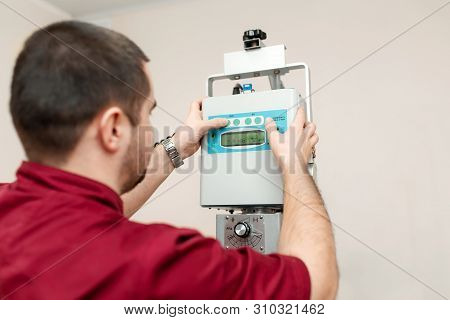 The Doctor Radiologist Sets Up An Old Veterinary X-ray Machine Before Work At A Veterinary Hospital.