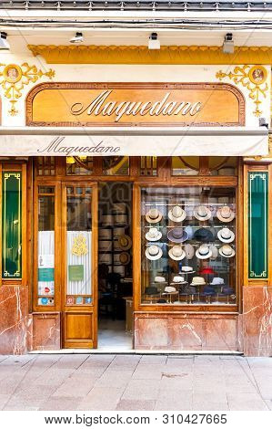 Seville, Spain - September 3rd 2015: Hat Shop With Old Fashioned Frontage. There Are Many Specialist