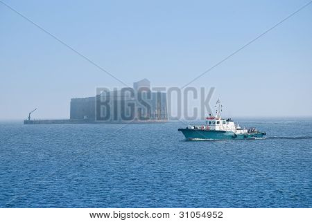 Old Ship And Fort Alexander