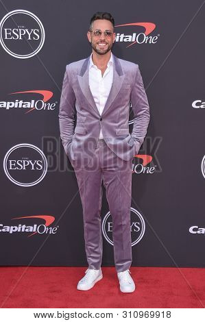 LOS ANGELES - JUL 10:  Zachary Levi arrives to ESPY Awards 2019  on July 10, 2019 in Hollywood, CA