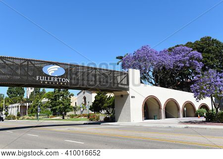 FULLERTON, CALIFORNIA - 21 MAY 2020:  Fullerton College elevated walkway over Chapman Avenue connecting Student Services with the main campus.
