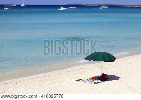 Es Trenc, Majorca / Spain - August 25, 2016: Beach Umbrella In Es Trenc Beach, Colonia De Sant Jordi
