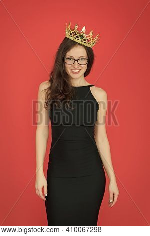 Call Me Big Boss. Woman Boss Red Background. Sexy Girl Wear Big Boss Crown. Big Boss Concept. Ambiti