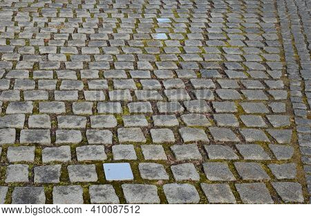The Paving Block Is Used For Paving Outdoor Paved Areas Intended For Pedestrians And Road Vehicles.