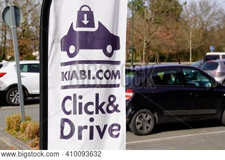 Bordeaux , Aquitaine France - 02 25 2021 : Kiabi Logo Brand And Text Sign Click And Drive On Flag St